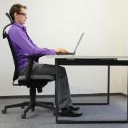 نحوه صحیح نشستن پشت میز