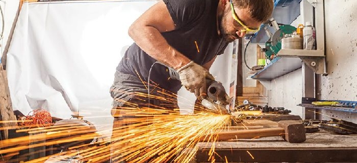 خطرات ناشی از تجهیزات و وسایل محل کار