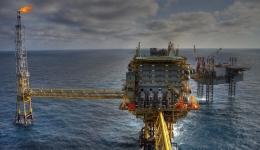 نقش استانداردها در صنعت نفت