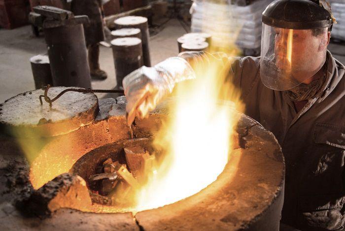 کارگر گرم کننده های الکتریکی قطعات فلزی