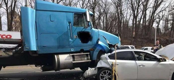 بررسی نقش علائم بیماریهای مزمن شغلی در بروز حوادث ترافیکی در رانندگان وسایل نقلیه سنگین