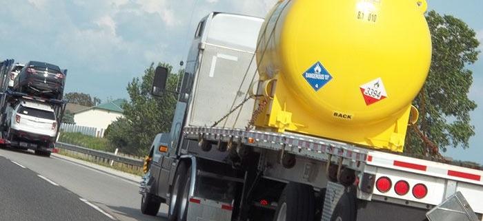 بررسی و ارزیابی خطرات حمل مواد خطرناک در بزرگراه ها با استفاده از شبکه های پتری رنگی