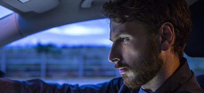 مروری کوتاه بر روش های تشخیص خستگی و عدم تمرکز حواس راننده برای جلوگیری از تصادف