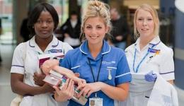 بررسی رابطه بین رضایت شغلی، بار کار ذهنی و کنترل شغلی در کارکنان مامایی بیمارستان