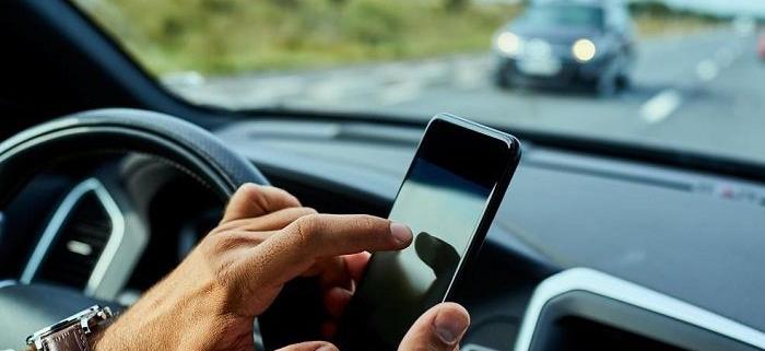 بررسی ارتباط میان حواس پرتی و خطای رانندگی