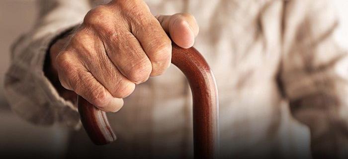وسایل توانبخشی در سالمندان (سمعک و عصا)