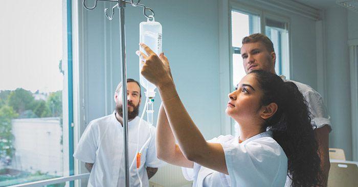 بررسی ارتباط بین جو ایمنی پرستار و بیمار در مراکز درمانی و عوامل مرتبط با آن